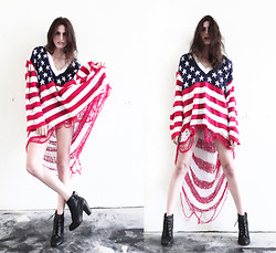 R I C H  W H I T E T R A S H - Party In The Valley Shredded American Flag Sweater - United We Shred