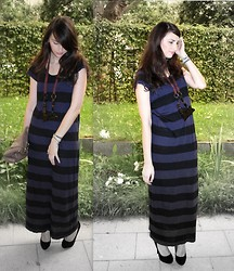 Di Enescu - H&M Maxi Dress, Ipekyol Necklace, Primark Shoes - Fade to grey