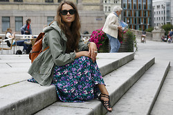 Anna Lengstrand - Roots Jacket, Second Hand Dress, Second Hand Backpack, Ray Ban Shades - Chilling in oslo.