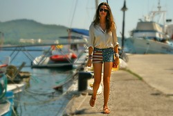 Gresy D. - Topshop Shorts, Chanel Bag, Chantecler Sandal - '80 @ Port