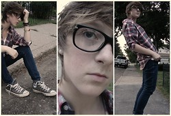 Lauren A (@LaurArmi) - Gap Big Plaid Shirt, Levi's® Blue Skinnies, Ray Ban Rayban Glasses, Converse Grey Chuck Taylor's, Joe White Deep V -  [Beautiful Lies] @ Mount Eden (Dubstep)