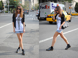 Zina CH - Chanel Bag, Dr. Martens Shoes, Marc By Jacobs T Shirt, Levi's® Shorts - NY ♥ Me