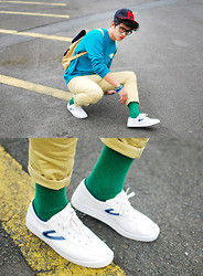 David Guison - Sm Accessories Cap, Ray Ban Eyeglasses, Tretorn Classic Nylite Shoes, Maui Green Socks, Ballers Unlimited Green & Blue, Thrifted Blue Sweater, Topman Beige Pants, Topman Bag - Easy Street
