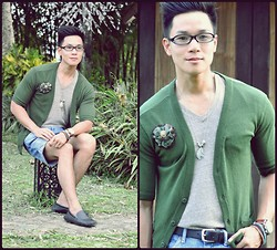 Kutik T - Penshoppe Green Cardigan, Alternative Clothing Brown Tee, Bosquejo Feather Metal Necklace, Topman Pin, Zara Denim Shorts - The Middle