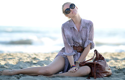 Chiara Ferragni - Balenciaga Bag, Prada Sunnies - At the beach with Balenciaga and Prada