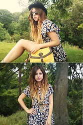 Monica Barleycorn - Primark Daisy Playsuit, Primark Mustard Satchel - The daisy days