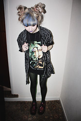 Kayla Hadlington - Charity Shop Tiger Print Shirt, Urban Outfitters Vintage Manson Tshirt, Birmingham Rag Market Two Tone Tights, Ebay Creepers - We hate love we love hate