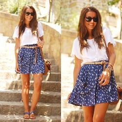 Alexandra Per - Zara Skirt, Queens Wardrobe T Shirt, Zara Sandals, Blanco Bag, Ray Ban Sunglasses - Naif skirt