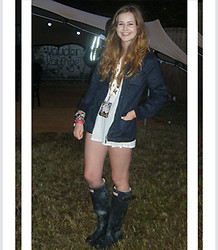 Rebecca O - French Connection Uk Oversized Top, Primark Barbour Style Coat - V festival louder lounge!
