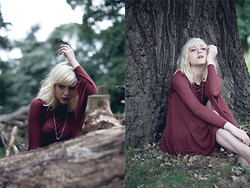 Lyvia Aylward-Davies - Topshop Maroon Batwing Dress, Cameo The Label Necklace (Just Seen) - To death and decay.