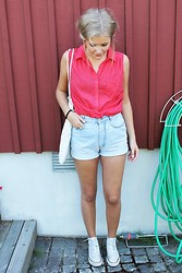 Isabella T - H&M Shirt, Secondhand Shorts, Weekday Bag, Converse Shoes - EVERTHING YOU GOY
