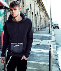 Fredric Johansson - Malph Stereo Sweater, Byther Thick Chain, Byther Black Pants - Streets of Milan
