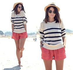 Alexandra Per - H&M Hat, Zara Shorts, Ray Ban Sunglasses - Navy at the beach (and new haircut :))
