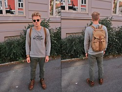 Sim L - Ray Ban Ray Ban Vintage Round Sunglasses, Cheap Monday Sweater, Vintage Army Backpack, Dr. Martens Vintage Dr.Martens - It's all about the backpack.