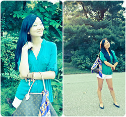 Yitong Wang - Louis Vuitton Bag, Chanel Scarf - A Piece of Green