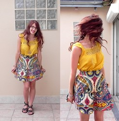 Sara C - Naf Skirt, H&M Top, Bala Boosté Snakes Necklace - Eté Indien