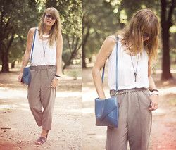 Lisa Dengler - Brandy & Melville Loose Pants, H&M White Tank, Romwe Blue Bag, Urban Outfitters Sandals - Villa borghese