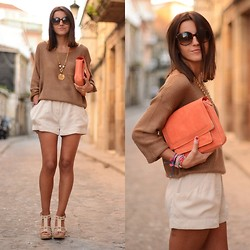 Alexandra Per - Romwe Jumper, H&M Shorts, H&M Clutch, Blanco Sandals, Giorgio Armani Sunglasses - New coral clutch