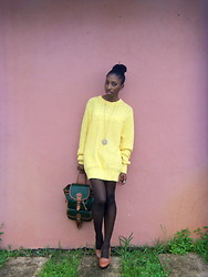 Sheyla Gomes - Lake Harmony Vintage Yellow Sweater, Vintage Leather Bag - L'automne