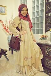 Nor Alifah A - Thrift Shop Vintage Punjabi Dress, Pleated Skirt, Mom's Vintage Leather Bag - Eid Ul Fitr 1432