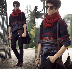 Adam Gallagher - Zara Scarf, Thrifted Oversized Sweater, Zara Bag, Topman Carrot Pants - The autumn