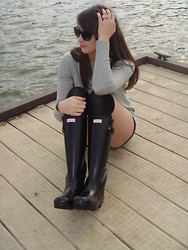 Joanna L - Hunter Rainboots, Mango Mng By Chick Black Sunglasses, Forever 21 Pink Bow Ring, Mango Oversized Sweater, H&M Shorts - Live in the sunshine, swim the sea, drink the wild air…