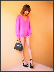 Natsu . - Steve Madden Platform Shoes, Moschino Bag, Cher Sweater - PINK and BLACK