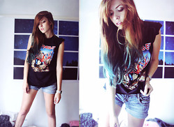 Daria G. - Hmv T Shirt, Zara Shorts - Post-birthday party outfit