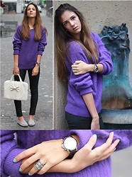 Jessica Mes - Tommy Hilfiger Purple Sweater, Camomilla Laptop Bag, Zara Black Pants, Tod's Suede - Sunday Morning TOD'S