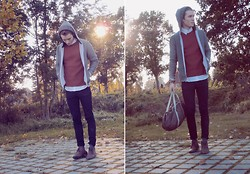 Colin D - Vintage Sweater, Zara Boots, American Apparel Bag, Cheap Monday Jeans - Stranded in this spooky town