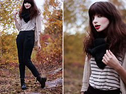 Annika M. - Monki Knitted Tube Scarf, Vagabond Black Patent Boots, Forever 21 Beige Cardigan - Autumn Leaves.