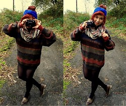 Laura Roberts - Urban Outfitters Scarf, Vintage Jumper - Picture This.