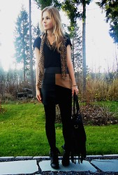 Tiina O - H&M Scarf, Stradivarius Skirt, Seppälä Bag - Getting colder and colder