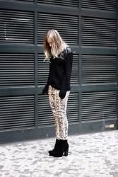 Josephine M. - H&M Mens Sweater, Zara Pants, Urban Outfitters Shoes - Snake print