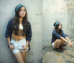 Astrid G. - Diy Cropped Jeans, Oversized Navy Blue Cardigan, Cropped Top With Elephant Prints - Elephants up on my sleeves