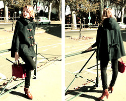 Domi La Petite - Zara Cape, Vintage Red, H&M Brown - Waiting for a bus no.12