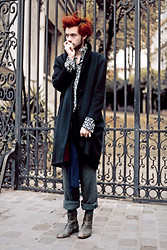 CLEMENT LOUIS . - Asos Black And White Shirt, Flea Market Black Coat, Cos Blue Cashemere Scarf, Flea Market Grey Pant, American Apparel Grey Socks, Asos Grey Leather Boots - Montmartre this morning.