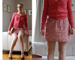 Domi La Petite - Vera Wang Plastic Glasses, Zara Pink Woolen Sweater, Zara Silk Floral Skirt, I Am Lace Tights, H&M Pink Clutch - Too sweet about me...