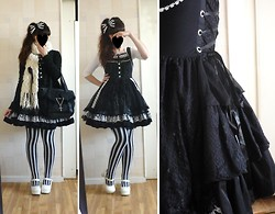 Yumi E.G. - Bodyline White Pumps, H.Naoto 'Rabbit Lace Up' Jsk Frill, Angelic Pretty Recital Headbow, H.Naoto Coffin Print White Cutsew Blood, H.Naoto Blood Bag, Dream Socks Stripes Otk - Rabbits and forks
