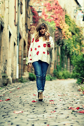 Aurélia M - Heimstone Sweater, H&M Jean's, Isabel Marant Boots - Red flowers