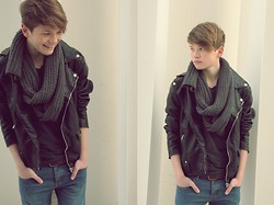 - Loe - - Zara Perfecto, H&M Scarf, Cheap Monday Jeans - Simple
