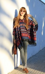 LowCostSirene Sirene - H&M Poncho, Pull & Bear Jeans, Sunglassesvintage, Vintage Leather Bag, Zara Shoes - Navajo Time!