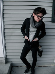 Johnny Cook dooley - Black Blazer, H&M Grey Infinity Scarf, H&M Grey Knit Sweater, Levi's® Black Levi Jeans, H&M Black Ankle Boots - Bad luck