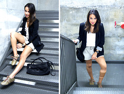 Viviana Tessier - Zara Blazer, Vintage Shoes, Bedo Shorts, H&M Shirt, Guess? Watch, Maje Handbag - Red lips & Navy