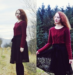 Marina Aurora Thorsen Ødegaard - Gina Tricot Cabel Knit Sweater, Secondhand Mid Length Lace Skirt - Faerie songs
