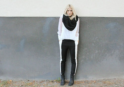 Madelene Billman - H&M Pants, Second Hand Blouse - Black and white