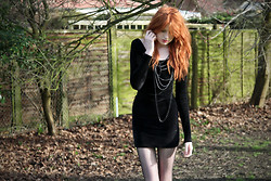 Olivia Emily - Topshop Chains, American Apparel Velvet Dress, Zigzag Tights, Knee - Old.