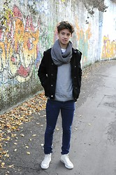 Felix S - Converse Chucks, Cheap Monday Jeans, Zara Biker Jacket, H&M Sweater, H&M Scarf - I AM FREE