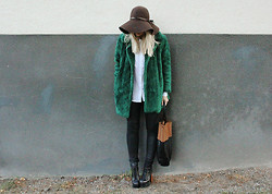 Madelene Billman - Second Hand Fur, H&M Hat, Pants And Bag, Jeffrey Campbell Shoes - Green fur