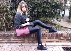 Lena Berthu - H&M 1/2leather Skinny, Furla Bag, Galeries Lafayette Coat - Au fait, il est où Perry ?